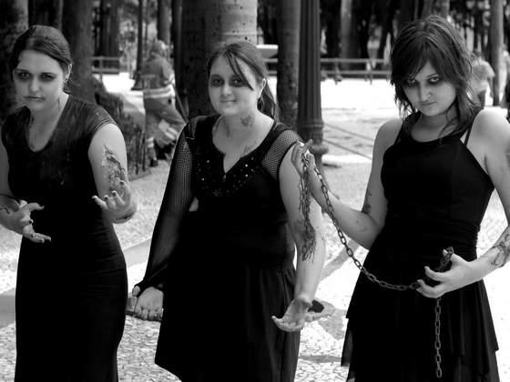 Exposição A Linguagem Foto-Gráfica da Zombie Walk