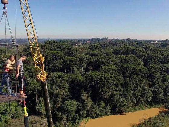 Bungee Jumping na Floresta de Araucárias