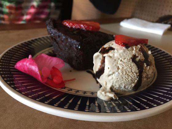 Brownie com sorvete de cachaça. Foto: Flávia Schiochet/Arquivo pessoal