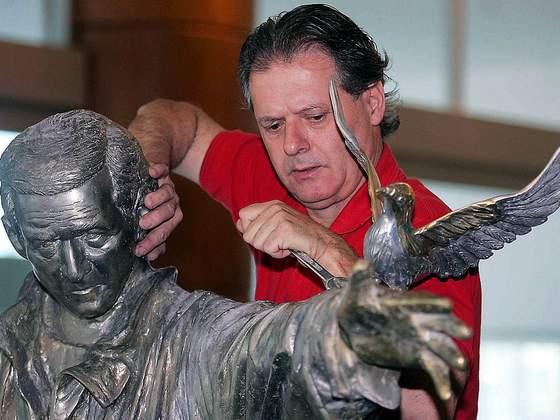 Esculturas de Luiz Gagliastri na Ópera de Arame