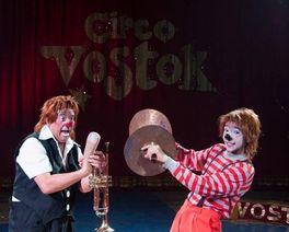 Com globo da morte, circo Vostok faz temporada em Curitiba
