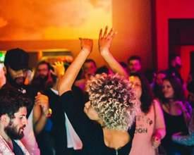 Pode dançar: reggaeton invade baladas curitibanas no fim de semana