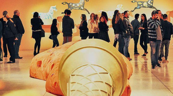 No MON, exposição interativa tem sorvete gigante e caráter ilusionista
