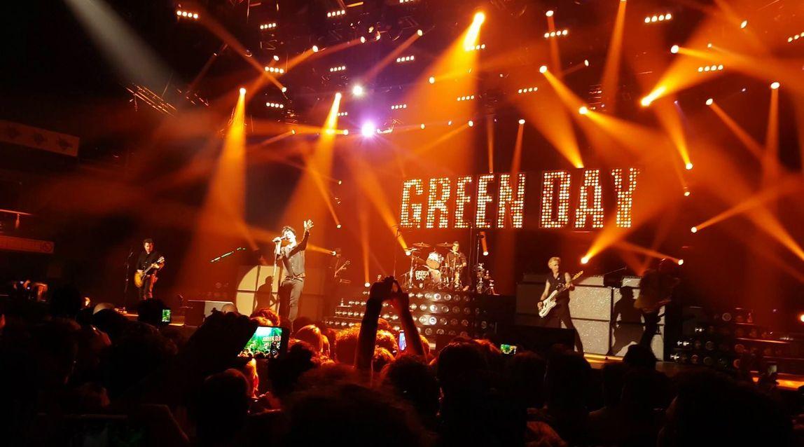 green day em curitiba confira o prov vel setlist do show da turn revolution tour no brasil. Black Bedroom Furniture Sets. Home Design Ideas