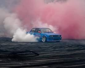 Pilotos fazem manobras de tirar o fôlego em evento de carros no Pinheirão