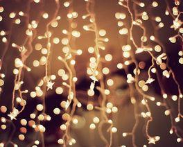 Túnel de luzes é atração do Natal em Curitiba