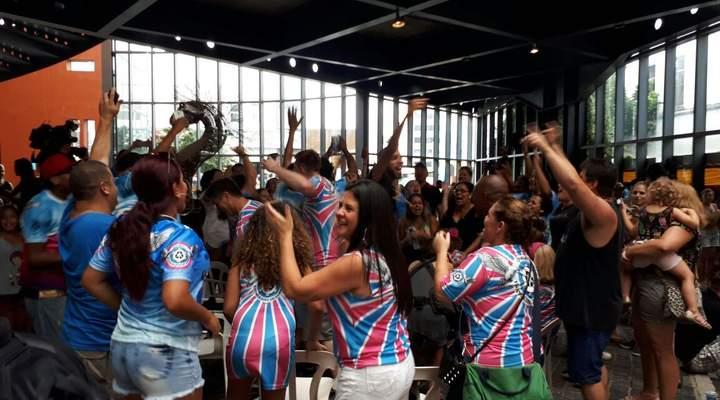 """Escola """"ecológica"""" Enamorados do Samba é campeã do Grupo de Acesso do Carnaval"""