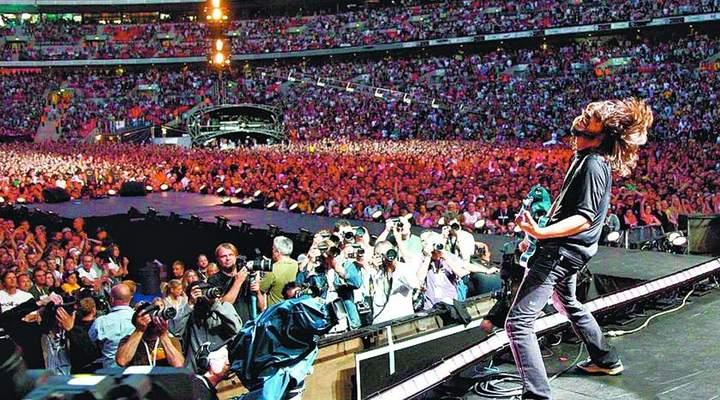 Foo Fighters exibe carisma em show para 40 mil pessoas em SP