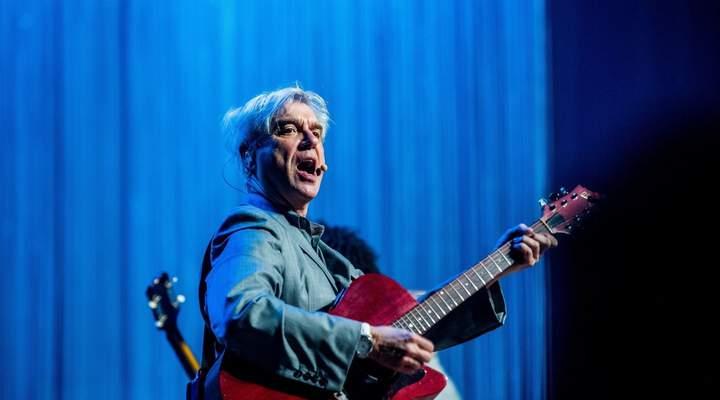 Show de David Byrne é uma obra-prima (e os curitibanos confirmam!)