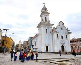 Passeio a pé no centro de Curitiba busca acabar com a intolerância religiosa