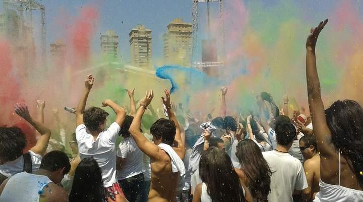 Festas só para adolescentes em Curitiba tem open de açaí, salgadinhos e doces