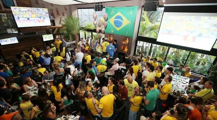 No boteco, na Arena ou na balada: como você vai assistir aos jogos da Copa do Mundo?