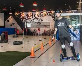 Quer andar de hoverboard? Curitiba agora tem pista com obstáculos