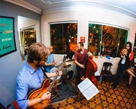 Hostel tem apresentações de jazz abertas ao público toda semana em Curitiba
