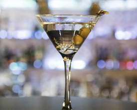 Bares para você tomar os melhores drinks de Curitiba