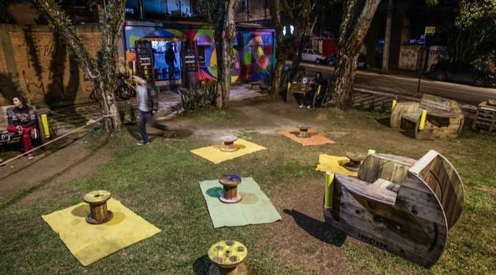 Lugares com sombra e bebidas refrescantes para aproveitar o verão em Curitiba
