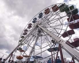 """Parque de diversões em Curitiba é o lazer """"retrô"""" que todo mundo gosta"""