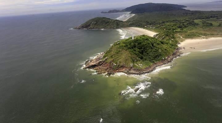 Passeio permite olhar o litoral do estado de cima do avião