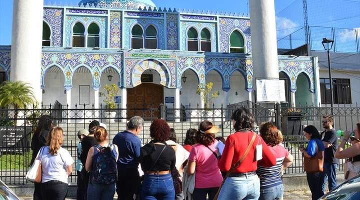 Tour gratuito pelo Centro Histórico fala da religiosidade de Curitiba
