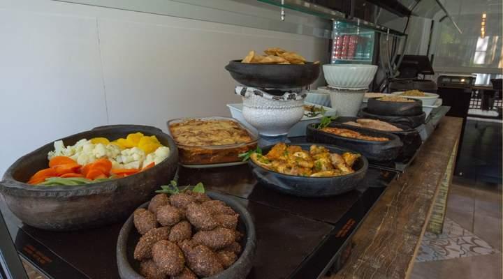 Novo buffet tem boeuf bourguignon, bacalhau e outros pratos elaborados por um chef renomado
