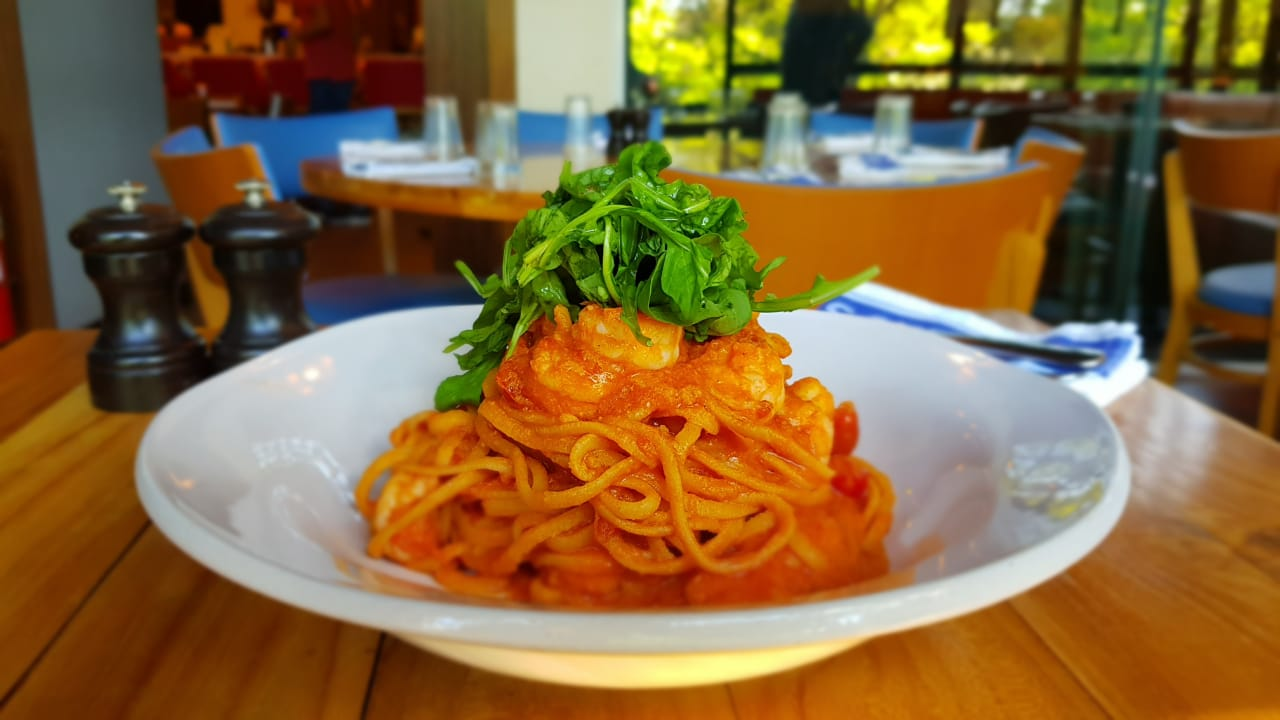 Linguini com camarões do Jamie's Italian. Foto: Maria Coelho / Clube Gazeta do Povo
