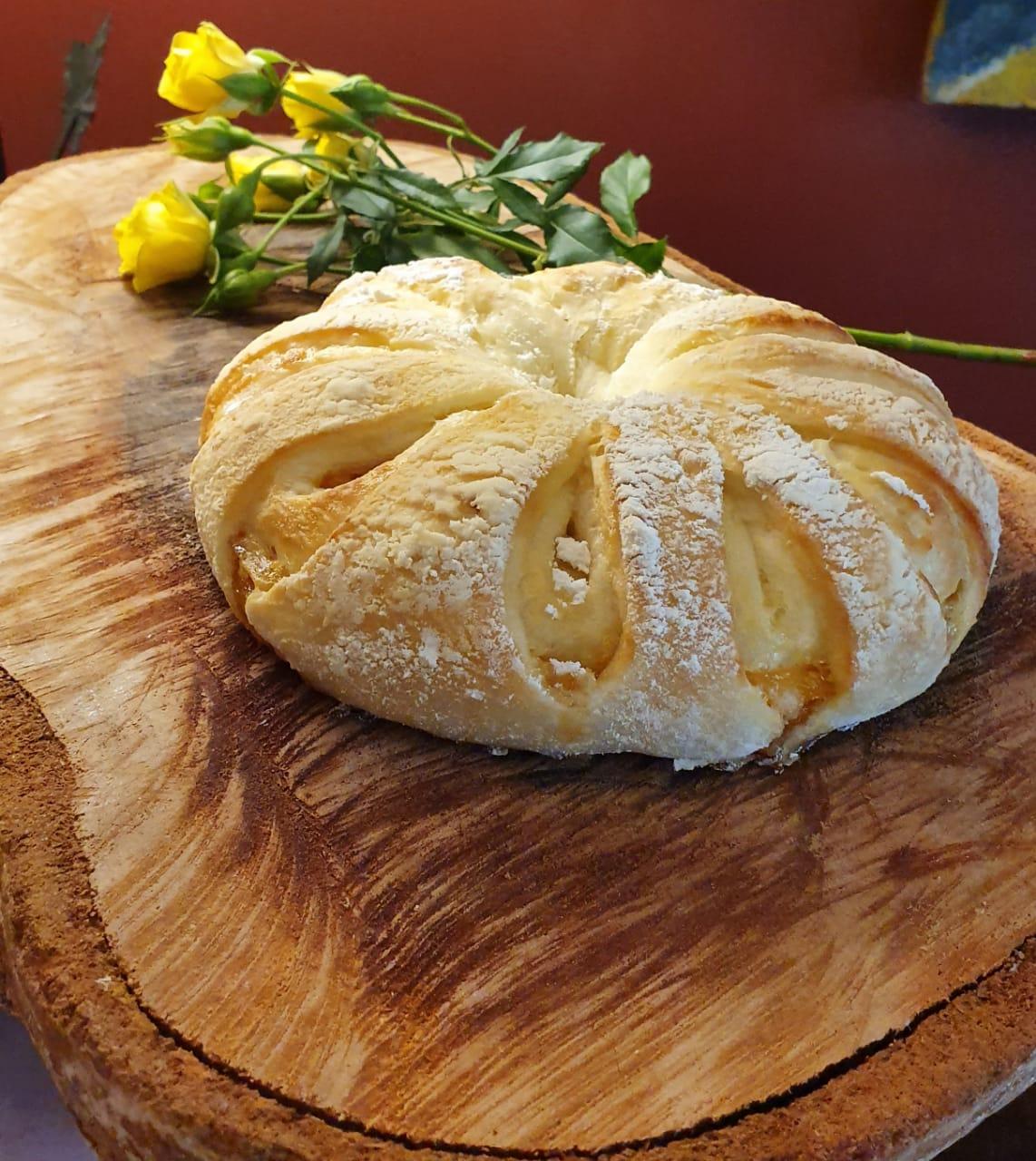 Pão de fermentação natural com damascos da Casa Varela. Foto: Divulgação.
