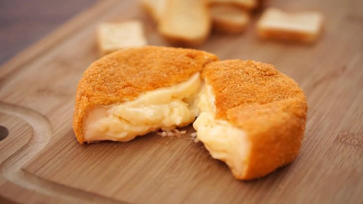 Queijo empanado em farinha de rosca