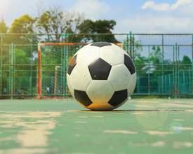15 quadras gratuitas para jogar futebol em Curitiba