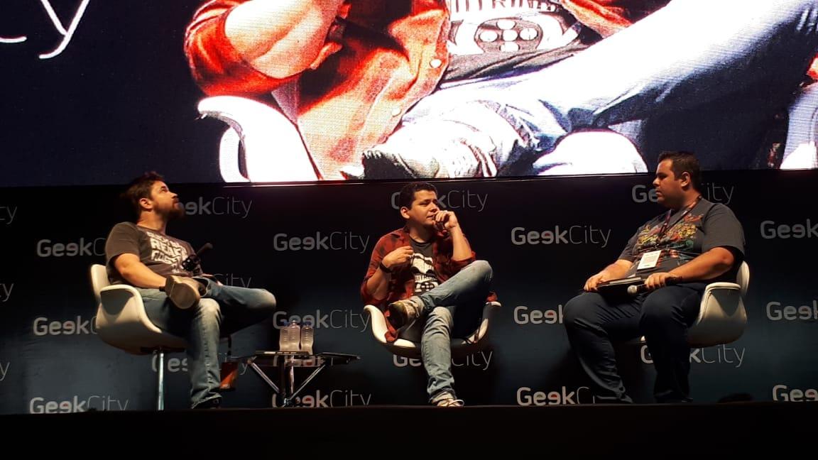 Luciano Cunha e Gabriel Wainer contam no Geek City como foi a produção do longa O Doutrinador. Foto: Matheus Nascimento/Gazeta do Povo.