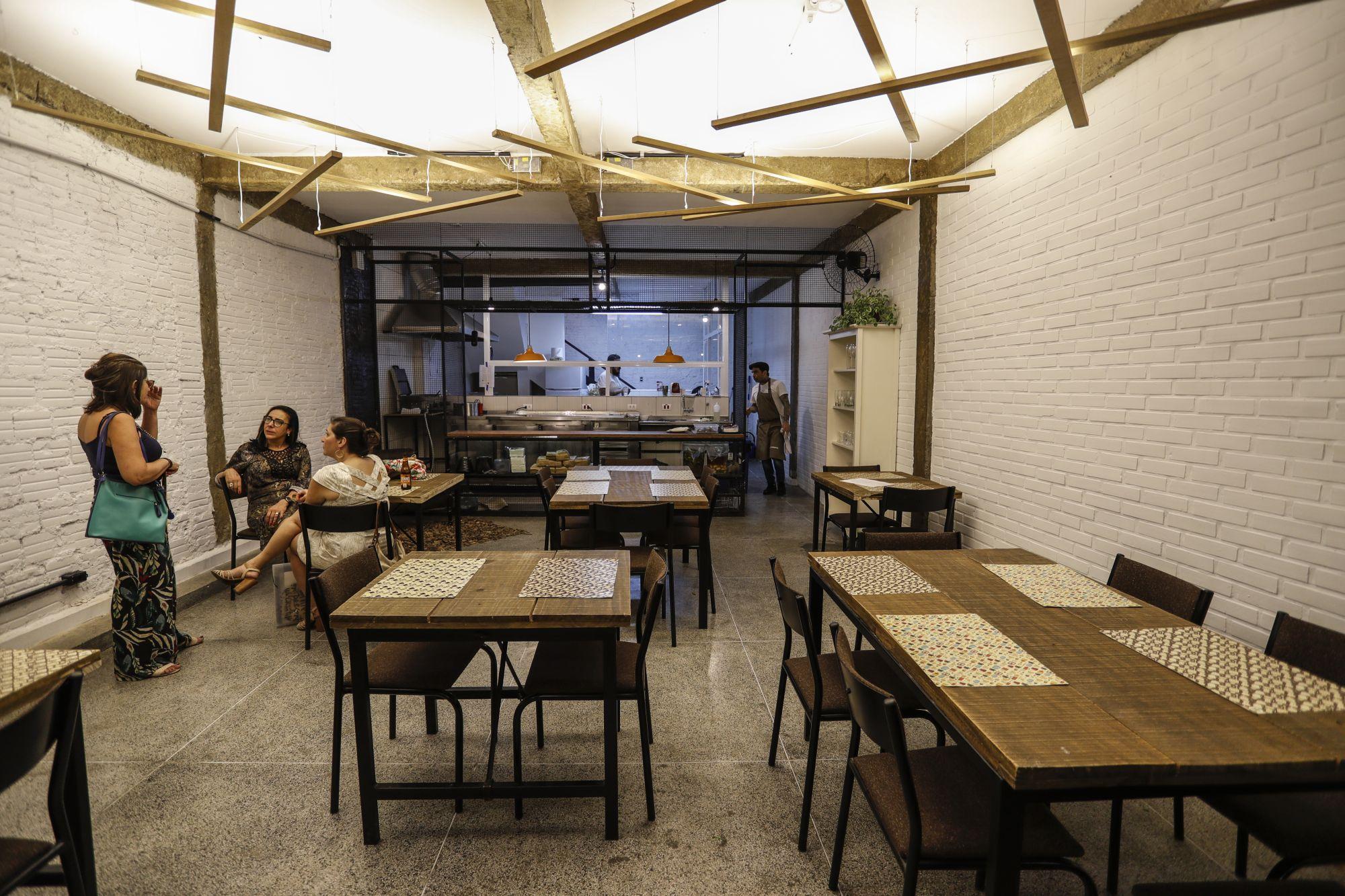 O espaço em que funcionou o Coletivo Alimentar tem novo uso: um deles é o bistrô. Foto: Jonathan Campos/Gazeta do Povo