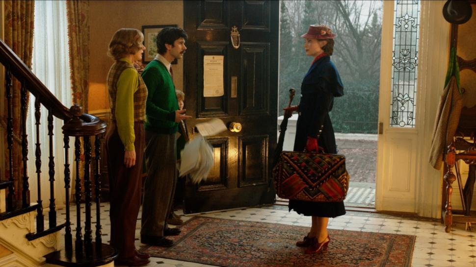 Mary Poppins não envelhece. O tempo passa de maneira diferente para ela.