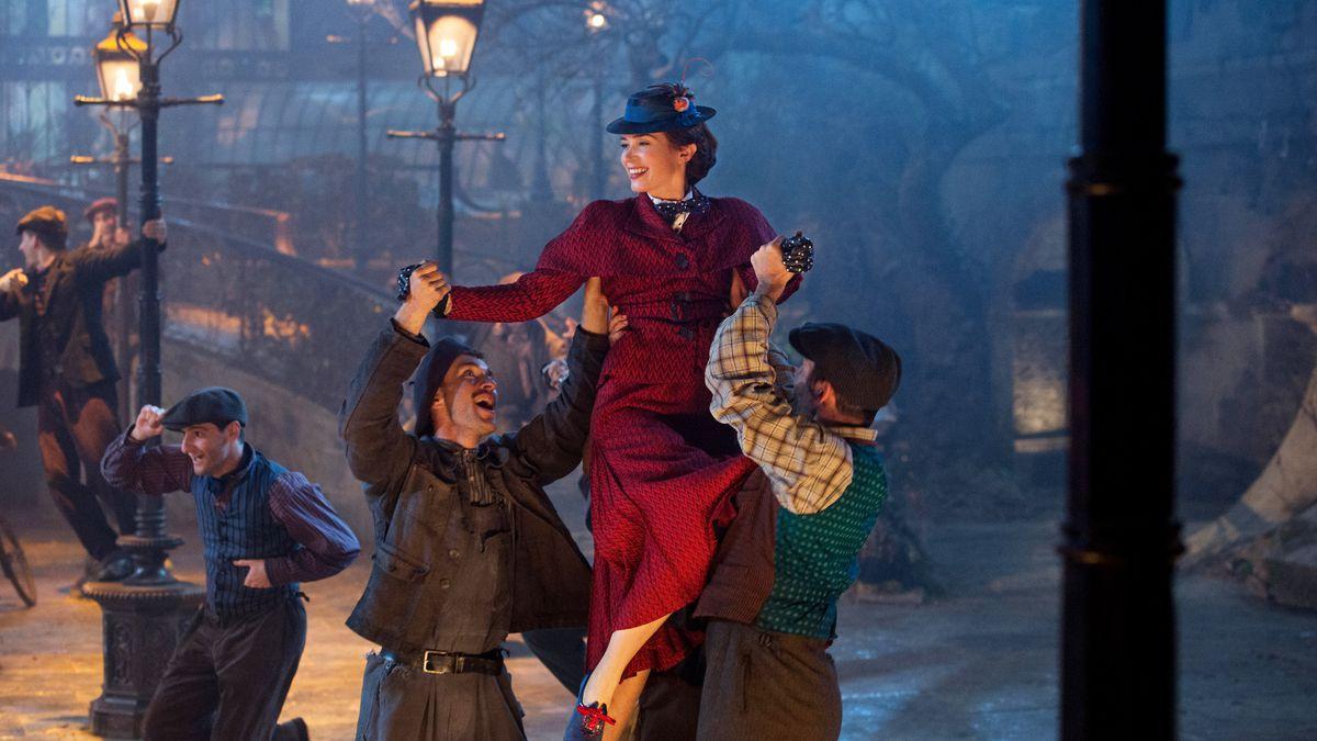 Emily Blunt recorreu aos livros de P. L. Travers para não se sentir intimidade nem inspirada pela atuação de Julie Andrews no papel da mesma personagem