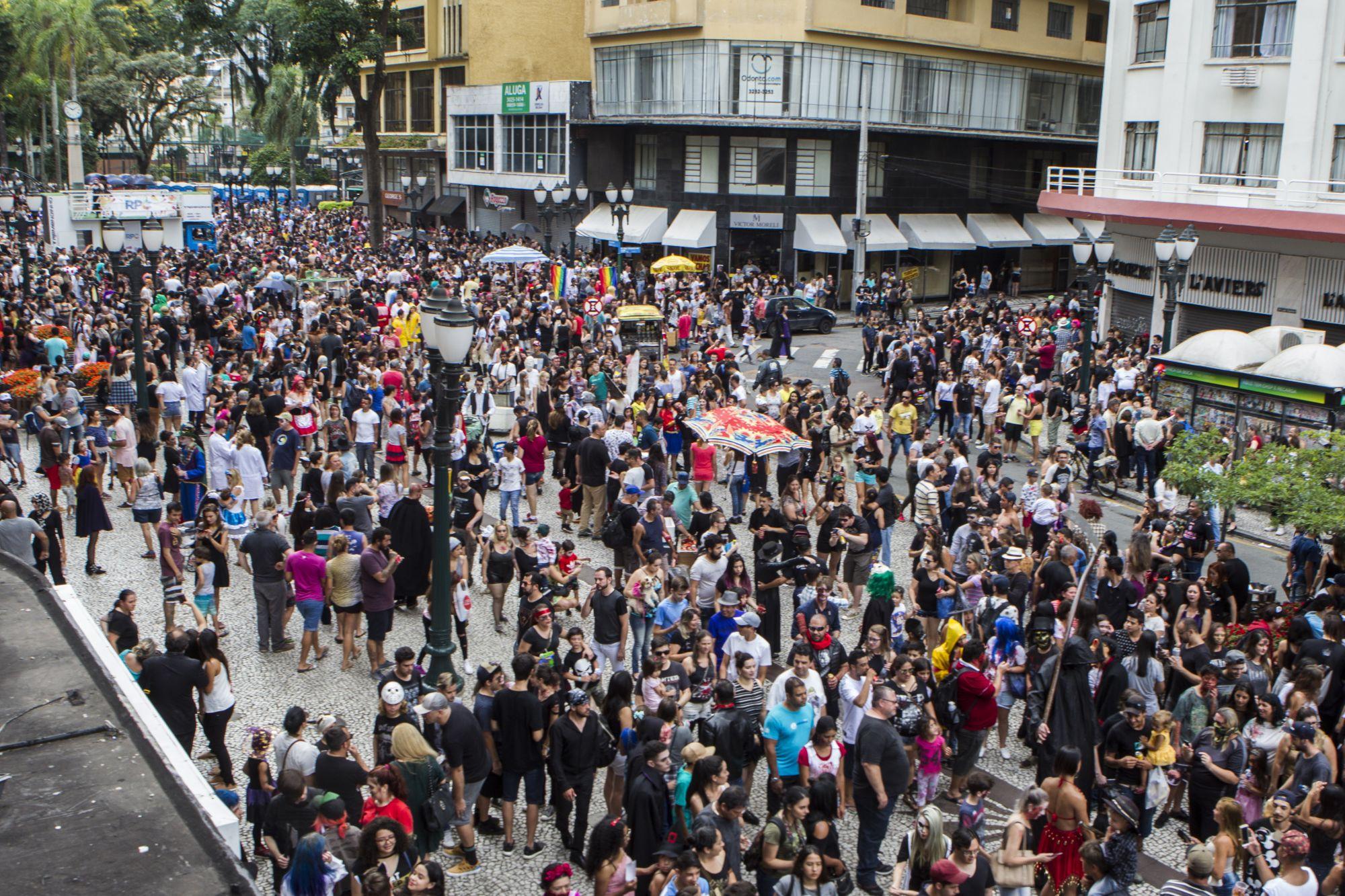 Registro dos zumbis da Zombie Walk de 2018. Foto: Daniel Caron/Arquivo Gazeta do Povo
