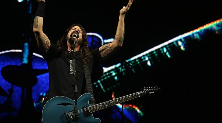 Com quase 3 horas de show, Foo Fighters detona a Pedreira Paulo Leminski
