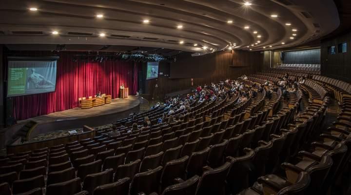 Teatro da Reitoria faz 60 anos com público de 100 mil por ano