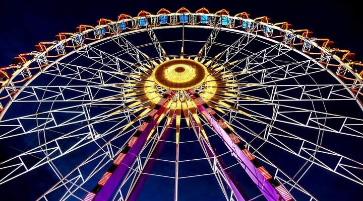Natal de Curitiba terá roda-gigante iluminada na praça Santos Andrade