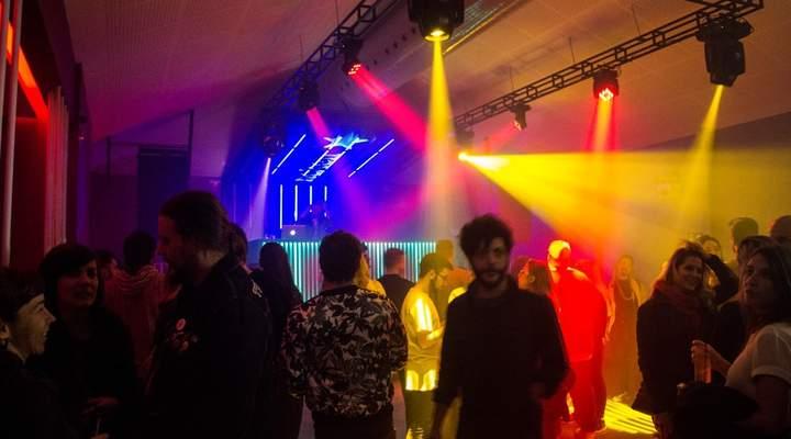 James Bar comemora 20 anos com festa de 16 horas