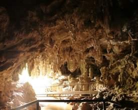 Conheça a gruta que fica a 30 minutos de Curitiba e tem visitação gratuita