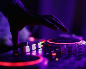 Você pode ser DJ por uma noite nesta quarta-feira (26). Veja programação