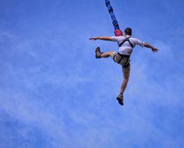 Você pode saltar 45 metros de bungee jumping neste domingo na RMC
