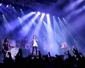 """O """"circo de horrores"""" de Alice Cooper é uma aula insana de rock em Curitiba"""
